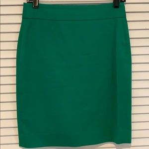 Green pencil skirt from Banana Republic size 2P.